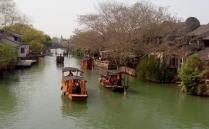 乌镇是典型的江南水乡的遗产的现在保留地,拥有非常浓厚的历史文化沉淀以及商业繁荣的气息,带给大家无与伦比的感觉和激情。