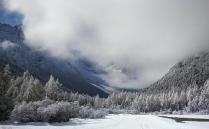 毕棚沟拥有无语伦比的自然美景和雪山,这里的气候非常适合度假休闲,满足你的视觉神经的冲击和幻想,让你的生命更加多彩和绚丽