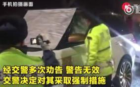 北京交警破窗执法是怎么回事 北京交警破窗执法视频