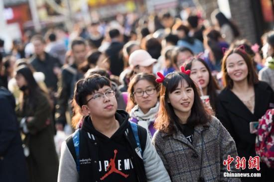2018清明小长假 大量景区游人爆满