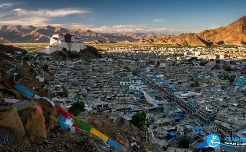 女生进藏穿什么拍照美 去西藏穿什么拍照好