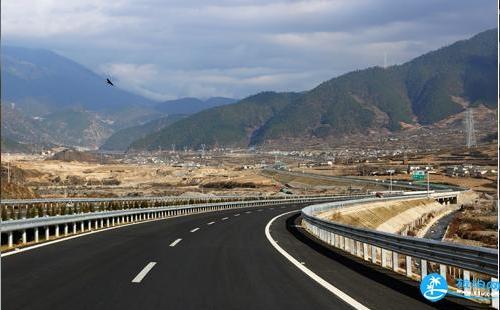 省交通运输厅高管局和四川翔云通用航空公司就此成功签署《四川省高速公路通用航空服务战略合作框架协议》.