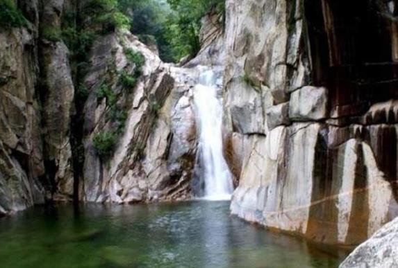 龙床沟大瀑布游玩攻略 龙床沟大瀑布在哪里