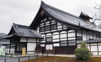 日本是一个经济强国,拥有非常发达的经济产业和文化形象,日本自然资源非常匮乏,所以这里的人都非常爱护环境,环境和古代建筑物