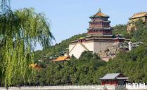 北京颐和园拥有非常高的知名度,大家在历史书上都学习了相关的知识,这是清朝中期乾隆年间修建的皇家园林,在近代史上被战火数