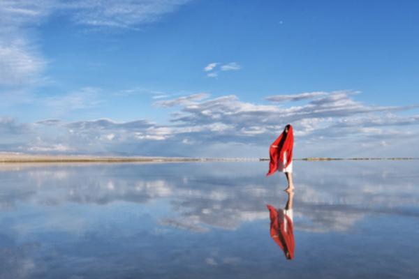 茶卡盐湖拍照技巧 茶卡盐湖如何拍镜面美照