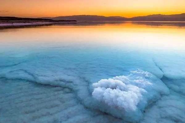死海在哪个国家 死海可以游泳吗