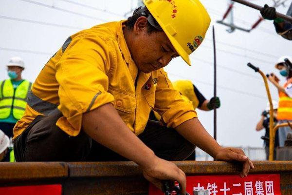 京雄城际铁路全线轨道贯通 预计2020年底通车