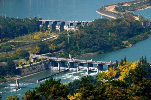 重庆人去四川的旅游票是免费的吗?