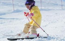 儿童滑雪几岁开始学比较好 儿童滑雪怎么穿衣服