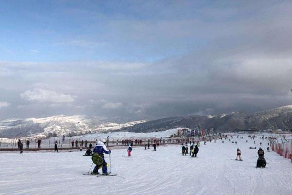 嵩頂滑雪場門票多少錢 開放時間