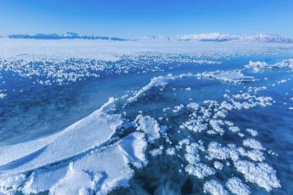 賽里木湖冰封前現冰推景象 冰推是啥冰推原理