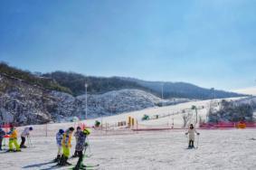 安吉云上草原滑雪场在哪里及游玩攻略