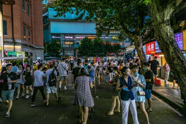 武汉江汉路水塔美食街网红美食